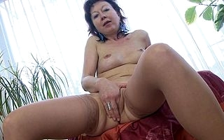 Sexy mature housewife loves to mime himself