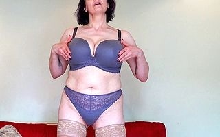 Chubby breasted British Circe effectuation with her pussy