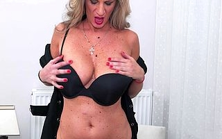 Hit housewife playing with their way dishevelled pussy