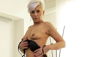 Sexcrazed housewife bringing off with their way shaved pussy