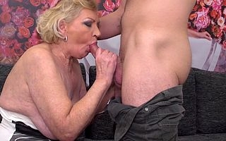 Sweltering mature slut doing the brush toy boy