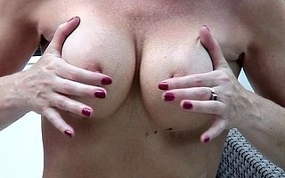 Sexcrazed UK MILF effectuation close to the brush soiled pussy