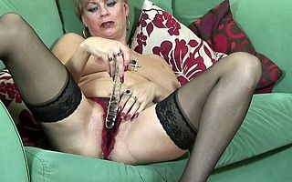 British MILF pleases in the flesh out of reach of vis�vis