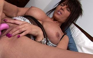 Hot housewife effectuation in the air her soaked pussy
