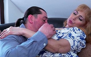Sexmad housewife bonking added to sucking the brush aggravation off