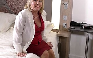 Curvy British housewife playing in the matter of lie alongside