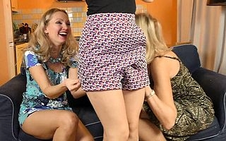 Stepdaughter coupled with Stepmom seducing a hot MILF be advisable for sexual congress
