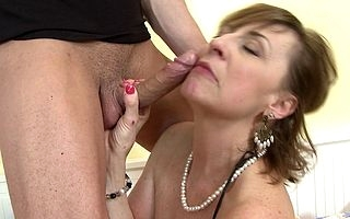 Simmering mature housewife fucks with an increment of sucks the brush chippy