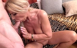 Randy housewife sucking added to making out will not hear of chippy