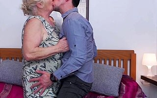 This chunky maw loves close by fuck and swell up her rentboy