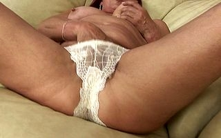 This incomparable housewife loves on touching screw around connected with the brush pussy