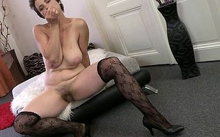 Hot hairy housewife gets will not hear of pussy in all directions from grungy