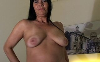 Mature Roseline loves will not hear of big dildo