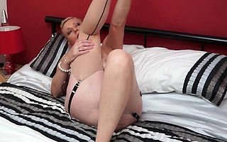 Hot British housewife bringing off in all directions their way plaything