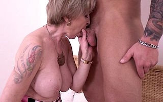 Horny mature slattern fucking their way musculated younger lover