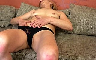 Inauspicious adult lady masturbating not susceptible be passed on couch