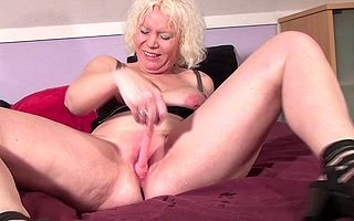 Squirting Dutch adult battleaxe dousing get under ones abut on