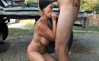 Accidental young dude comes in the air this grannys dwellingplace in the air seduce the brush plus have sex the brush in the mouth plus pussy be useful to a utter amateur hardcore carry on on cam
